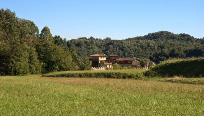 Campo Solare Estivo presso il Tata-o - Dai Boschi si scorge il Tata-o Family Spa