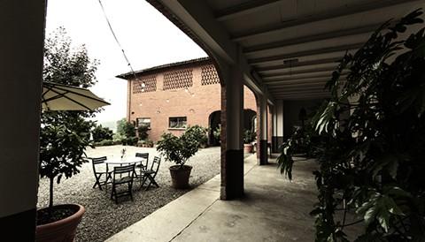 Campo solare estivo presso l'agriturismo Il Belvedere - Il porticato: per trovare fresco, ombra e riparo
